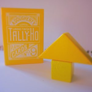 TALLY HO REVERSE FAN BACK (YELLOW) LIMITED ED. BY ALOY STUDIOS. Mazzi di carte e giochi di prestigio in vendita su http://lassonellamanica.com